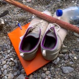Skor på strand